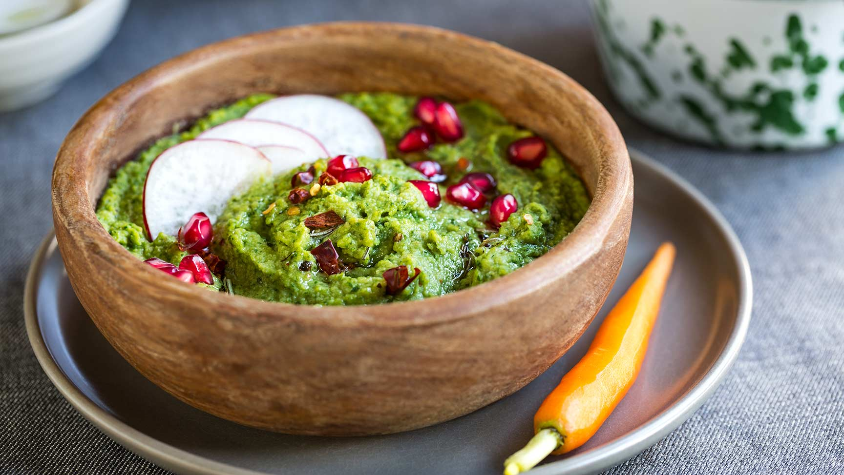 spinach-hummus-with-pomegranate-and-herbs-oil-PAK4LRZ